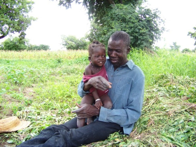 Saïdou with his youngest daughter in the peanut field. When I left the village, she had malaria and would throw up any medication administered.